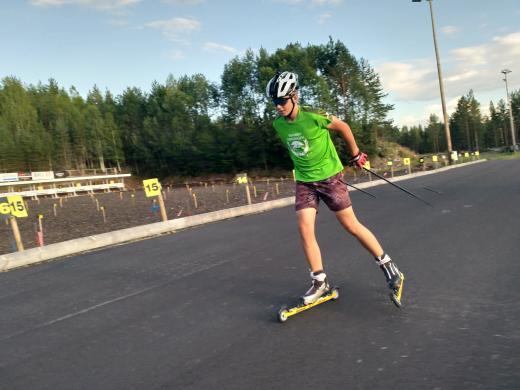 På bild: Leo Kristiansson som laddar inför helgens tävlingar. Han tävlar i klass 14/15 år i både sprint och distansloppen